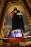 Fresko und Malerei eines orthodoxen Heiligen in Kirche St. Stephen Bugarian in Istanbul, Innenaufnahme stockfotos