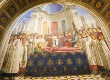 Freskomålning i San Gimignano - begravningen av helgonet Fina Royaltyfri Fotografi