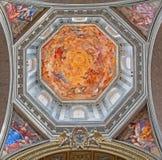 Freskomålning vår dam i härlighet och fyra kvinnor av den gamla testamentet Ruth, Judith, Esther och Deborah i basilikadi Santa M Royaltyfri Foto