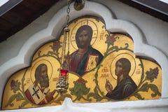 Freskomålningen på templet av den Sretensky kloster Royaltyfri Fotografi