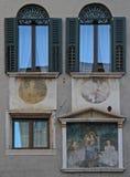 Freskos auf Wand, das Gebäude in Verona Lizenzfreies Stockbild