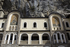 Freskos des Klosters Ostrog stockfoto