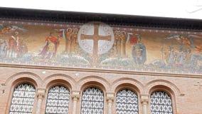 Freskos Parrocchia Santa Croce Schöne alte Fenster in Rom (Italien) stock video