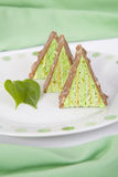 Fresly a fait les parties triangulaires de gâteau de pistache Image stock