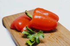Fresly Rżnięty Paprica na Drewnianej desce Zdjęcia Royalty Free