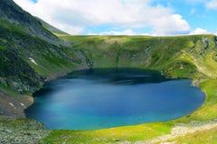 Fresness de la primavera del fondo del lanscape del lago del ojo de la montaña de Rila Fotografía de archivo libre de regalías