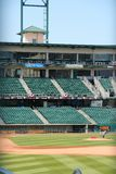 FRESNO, ESTADOS UNIDOS - 12 DE ABRIL DE 2014: Estádio de basebol do parque de Chukchansi em Fresno, Califórnia O estádio é casa p fotografia de stock royalty free