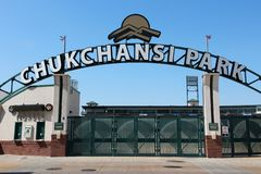 FRESNO FÖRENTA STATERNA - APRIL 12, 2014: Chukchansi parkerar baseballstadion i Fresno, Kalifornien Stadion är hem- för Fresnoen royaltyfria foton