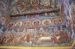 Fresques à l'intérieur d'église dans le monastère Voronet Un de PA du ` s de la Roumanie Photographie stock libre de droits