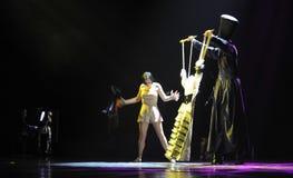 Frestelsen av docka-identiteten av dentango dansdramat Royaltyfri Bild