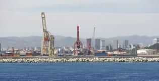 Fret de Barcelone et vue large de docks de cargaison photographie stock libre de droits