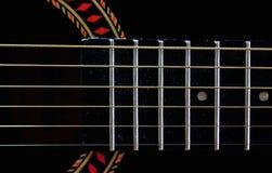 Fretboard e cordas em uma guitarra velha Foto de Stock