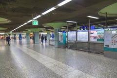 Fretta della gente nella stazione della metropolitana Immagini Stock