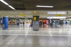 Fretta della gente nella stazione della metropolitana Fotografia Stock Libera da Diritti