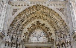 Fretwork на стенах собора стоковые фото