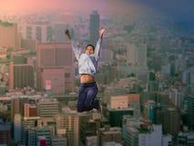 Freude über der großen Stadt Stockfotos
