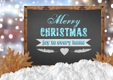 Freude der frohen Weihnachten zu jedem Haus auf Tafel mit Stadt verlässt Stockbild