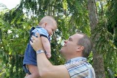 Freude des Vaters Lizenzfreie Stockfotos