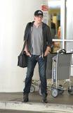 Freudeschauspieler Cory Monteith am LOCKEREN Flughafen. lizenzfreies stockfoto