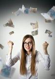freuen Frau im Weiß und im Euro Lizenzfreies Stockfoto