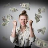 freuen Mädchen im Weiß und in den Dollar Stockfotos