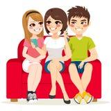 Freund-Couch Smartphone Lizenzfreies Stockfoto