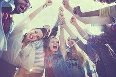 Freund-Freundschafts-Freizeit-Ferien-Zusammengehörigkeits-Spaß-Konzept Stockfotos