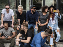 Freund-Gemeinschaft kühlen heraus zusammen Konzept Stockfoto
