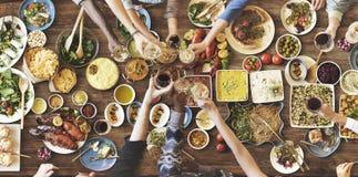 Freund-Glück, das Dinning Essenkonzept genießt stockbild