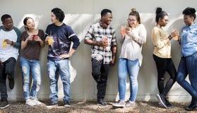 Freund-Leute-Gruppen-Teamwork-Verschiedenartigkeit stockfoto