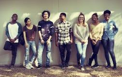 Freund-Leute-Gruppen-Teamwork-Verschiedenartigkeit lizenzfreies stockfoto