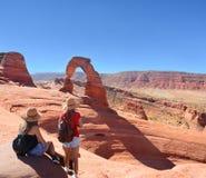Freunde auf dem Wandern von Reise lizenzfreie stockfotos