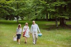 Freunde auf einem Wochenenden-Ausflug Lizenzfreies Stockbild
