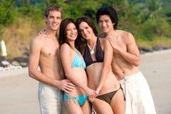 Freunde auf Strand Lizenzfreie Stockfotografie