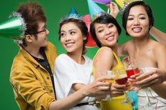 Freunde an der Party Lizenzfreie Stockfotos