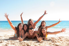 Freunde in der Sommerzeit Lizenzfreie Stockfotos
