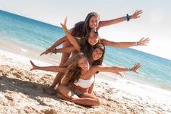 Freunde in der Sommerzeit Lizenzfreie Stockbilder