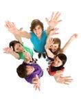 Freunde, die Hände wellenartig bewegen Lizenzfreies Stockbild