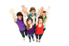 Freunde, die Hände wellenartig bewegen Lizenzfreie Stockfotos
