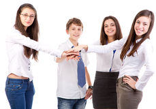 Freunde, die Hände zusammenfügen Stockfotografie