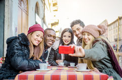 Freunde, die selfie nehmen stockfoto
