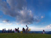 Freunde im Berg Stockfotos