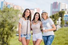 Freunde im Sommer Stockfoto