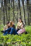 Freunde im Wald. Stockfotos
