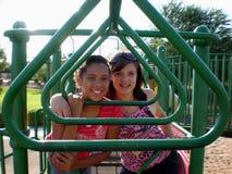 Freunde am Spielplatz Stockfoto