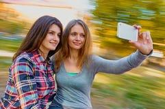Freundfrauen selfie Lizenzfreie Stockfotos