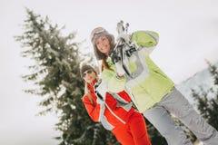 Freundinnen auf Winter-Ferien Stockfoto