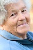 Freundliche ältere Frau Stockfoto