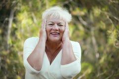 Freundliche ältere Frau. Lizenzfreie Stockfotografie