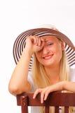 Freundliche blonde Frau in einem Hut Stockbild